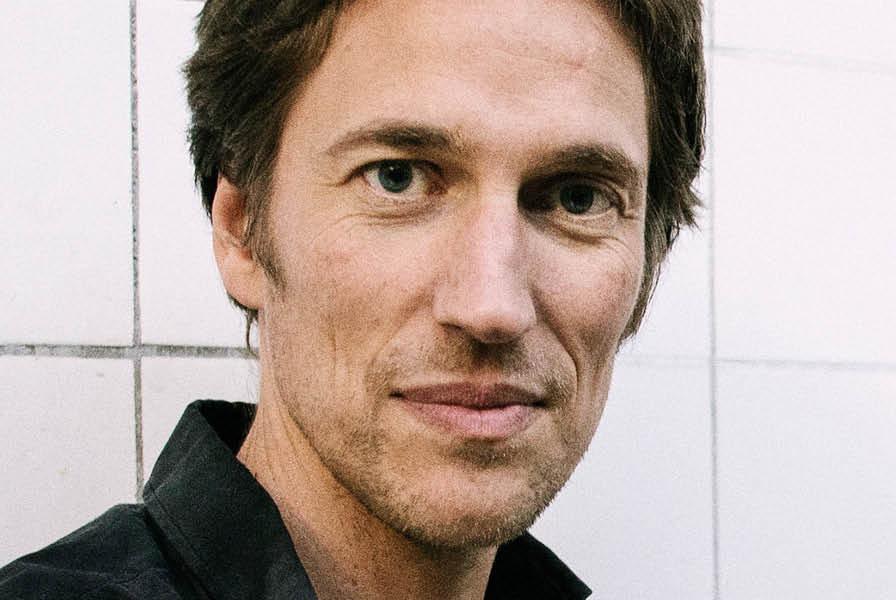Teaterinstruktør, dramatiker og kunstnerisk direktør hos Sort/Hvid, Christian Lollike