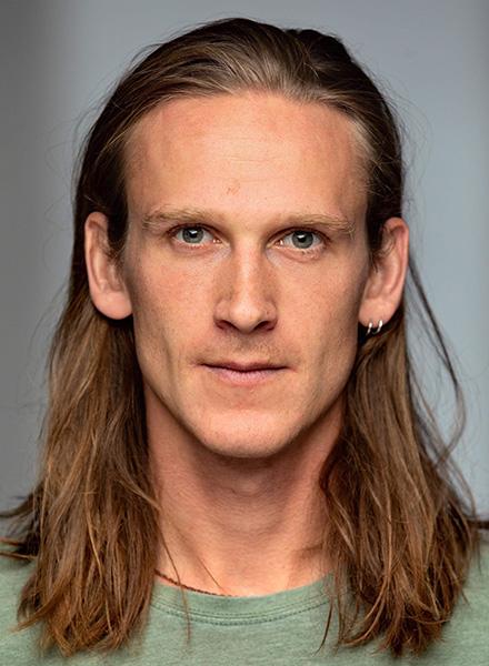 Mads Emil Duelund Hansen, skuespiller. Teater og scenekunst johan borups højskole
